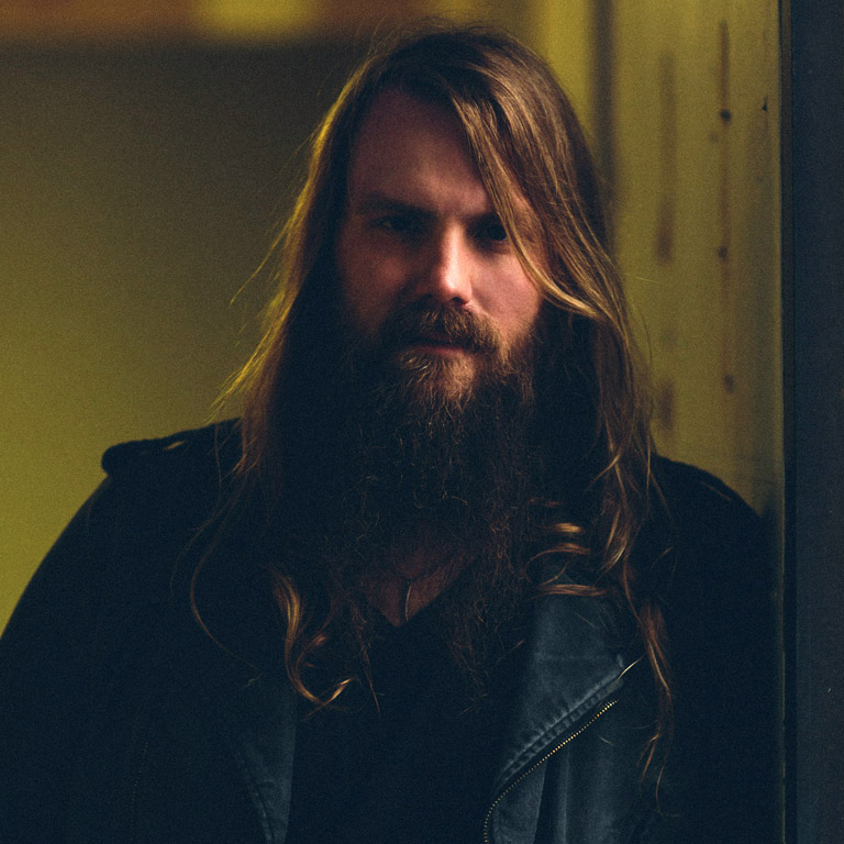 CHRIS STAPLETON MAKES HIS NETWORK TELEVISION SOLO DEBUT ON LATE SHOW WITH DAVID LETTERMAN ON TUESDAY!