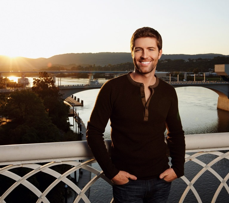 JOSH TURNER HELPS A FATHER REALIZE HIS DREAM ON THE TODAY SHOW.