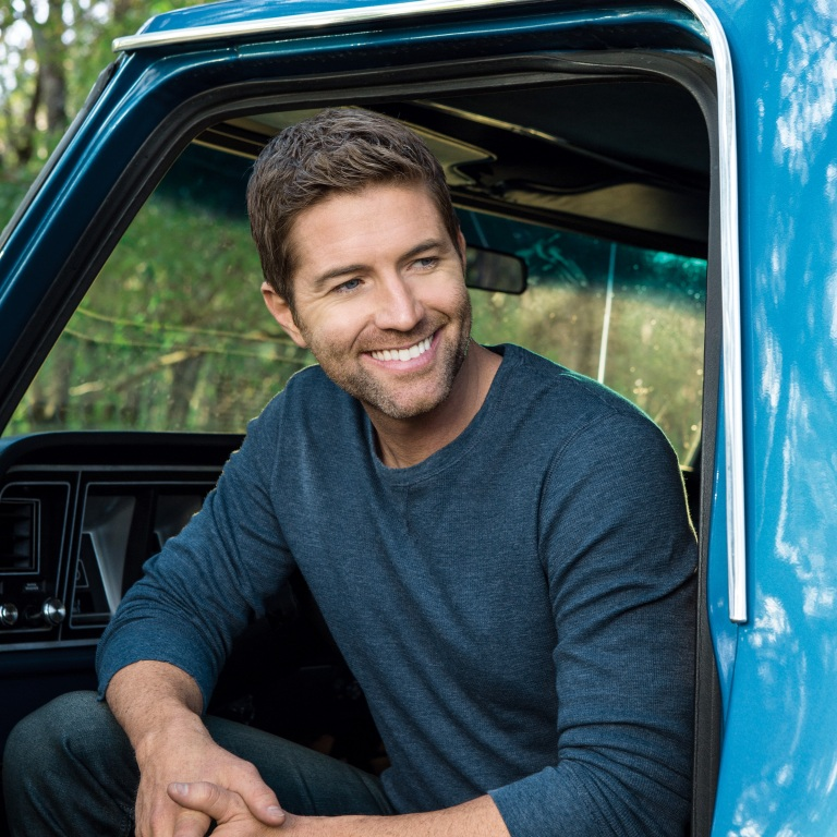 JOSH TURNER AND COST PLUS WORLD MARKET COLLECT OVER 1,000 POUNDS OF FOOD FOR SECOND HARVEST FOOD BANK OF MIDDLE TENNESSEE.