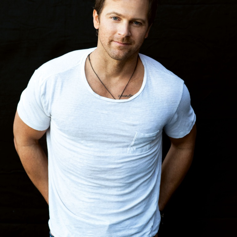 KIP MOORE SET TO PERFORM SPECIAL CONCERT FOR NASCAR FANS ON SUNDAY (JULY 5TH).