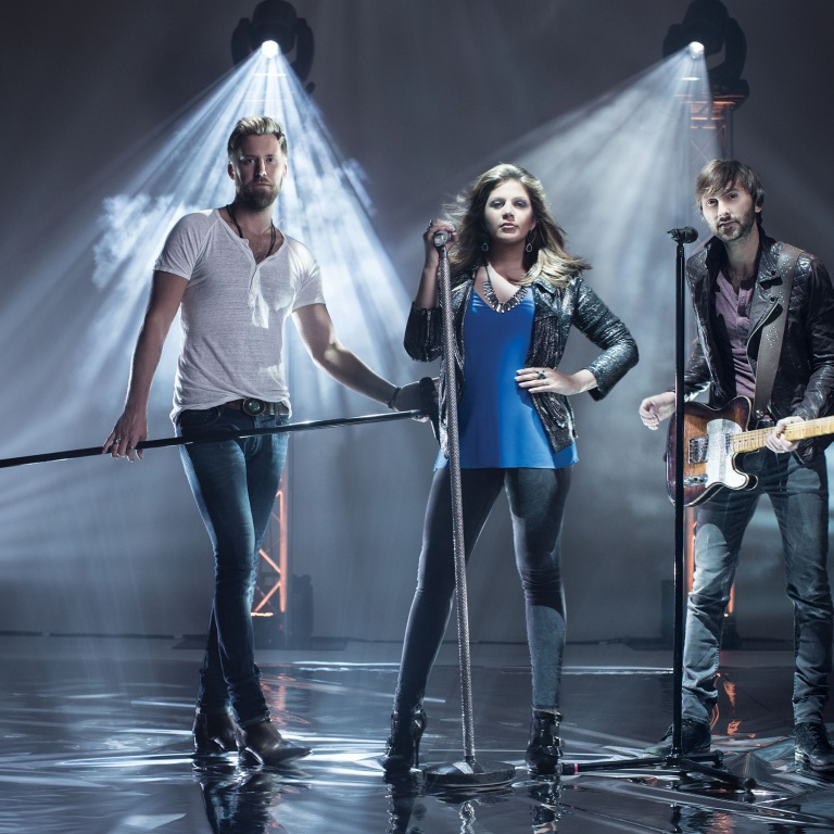 LADY ANTEBELLUM ARE NAMED FAVORITE COUNTRY GROUP FOR THE 2015 PEOPLE'S CHOICE AWARDS.
