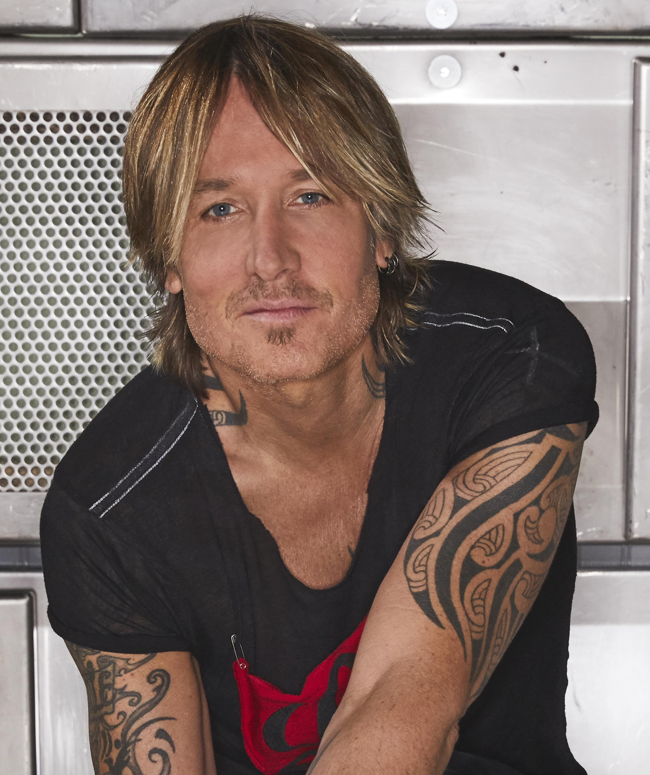 KEITH URBAN TO BE HONORED WITH COUNTRY RADIO BROADCASTERS 2021 ARTIST CAREER ACHIEVEMENT AWARD.