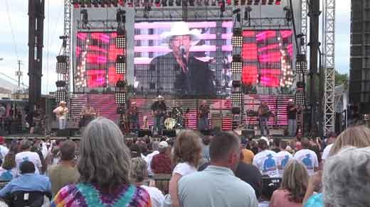 ALAN JACKSON RAISES MORE THAN $150,000 FOR MINERAL, VA! (VIDEO)
