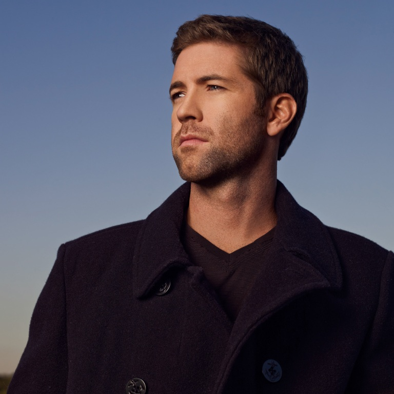 JOSH TURNER SAYS FATHERHOOD IS 'VERY FULFILLING.'