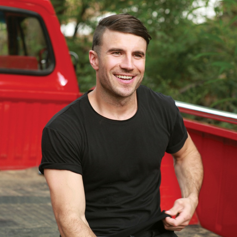 SAM HUNT LEADS THE LIST OF COUNTRY NOMINEES AT THIS YEAR'S AMERICAN MUSIC AWARDS.