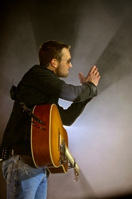 ERIC CHURCH GIVES FANS IN SALT LAKE CITY A VERY SPECIAL SHOW!