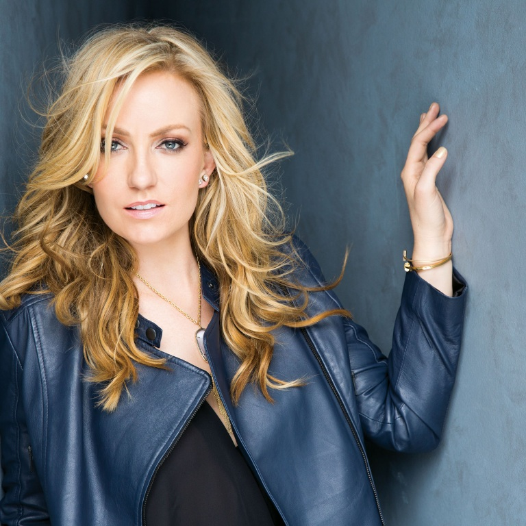 NEWCOMER CLARE DUNN RELEASES HER DEBUT SINGLE, 'MOVE ON,' TO RADIO.