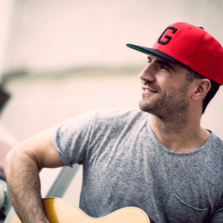 SAM HUNT PACKS NASHVILLE WITH MORE THAN 10,000 FOLKS WITH HIS FREE STREET PARTY.