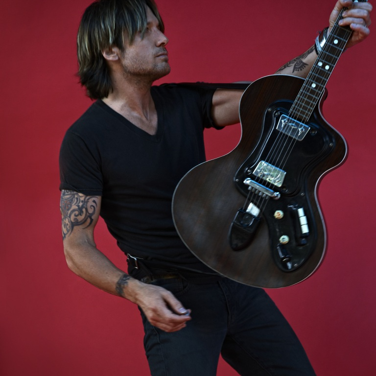 KEITH URBAN COUNTRY MUSIC HALL OF FAME EXHIBIT IS NOW OPEN.