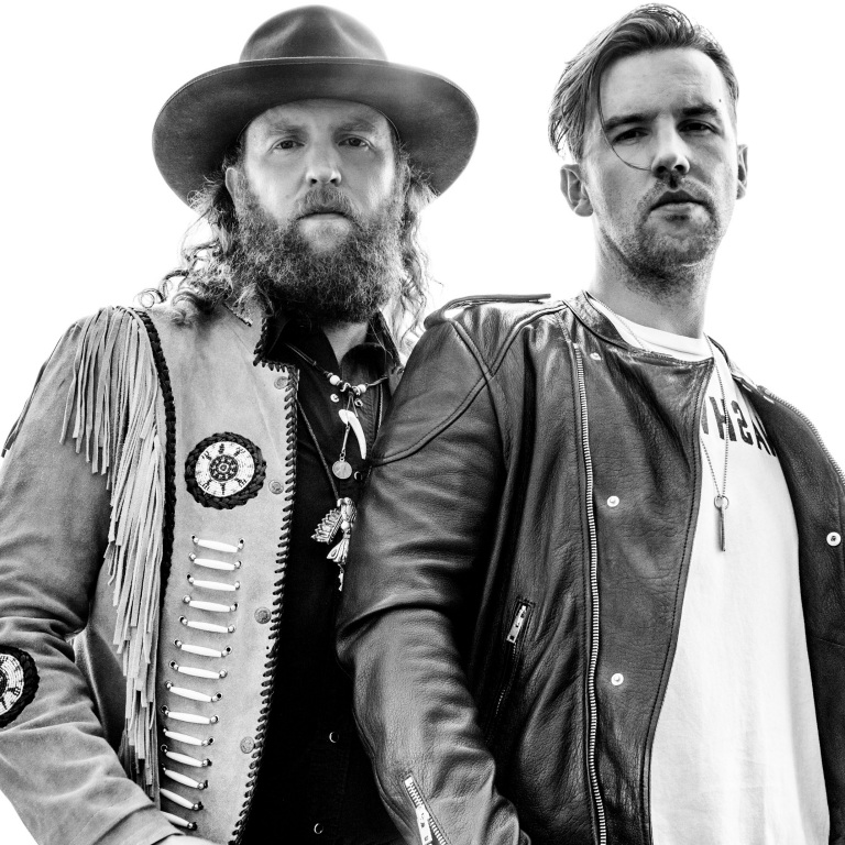 BROTHERS OSBORNE FEEL AT HOME ON STAGE.