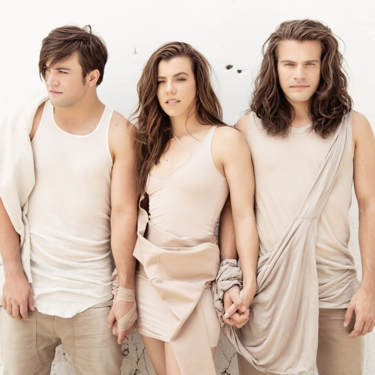 THE BAND PERRY GOES 'SHADES OF BRUNETTE' AS THEY RELEASE NEW SINGLE, 'COMEBACK KID.'