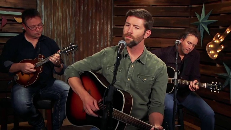 Josh Turner – Three Wooden Crosses (Forever Country Cover Series)