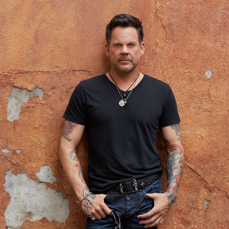 "GARY ALLAN RELEASES LYRIC VIDEO FOR HIS LATEST SINGLE, ""MESS ME UP."""