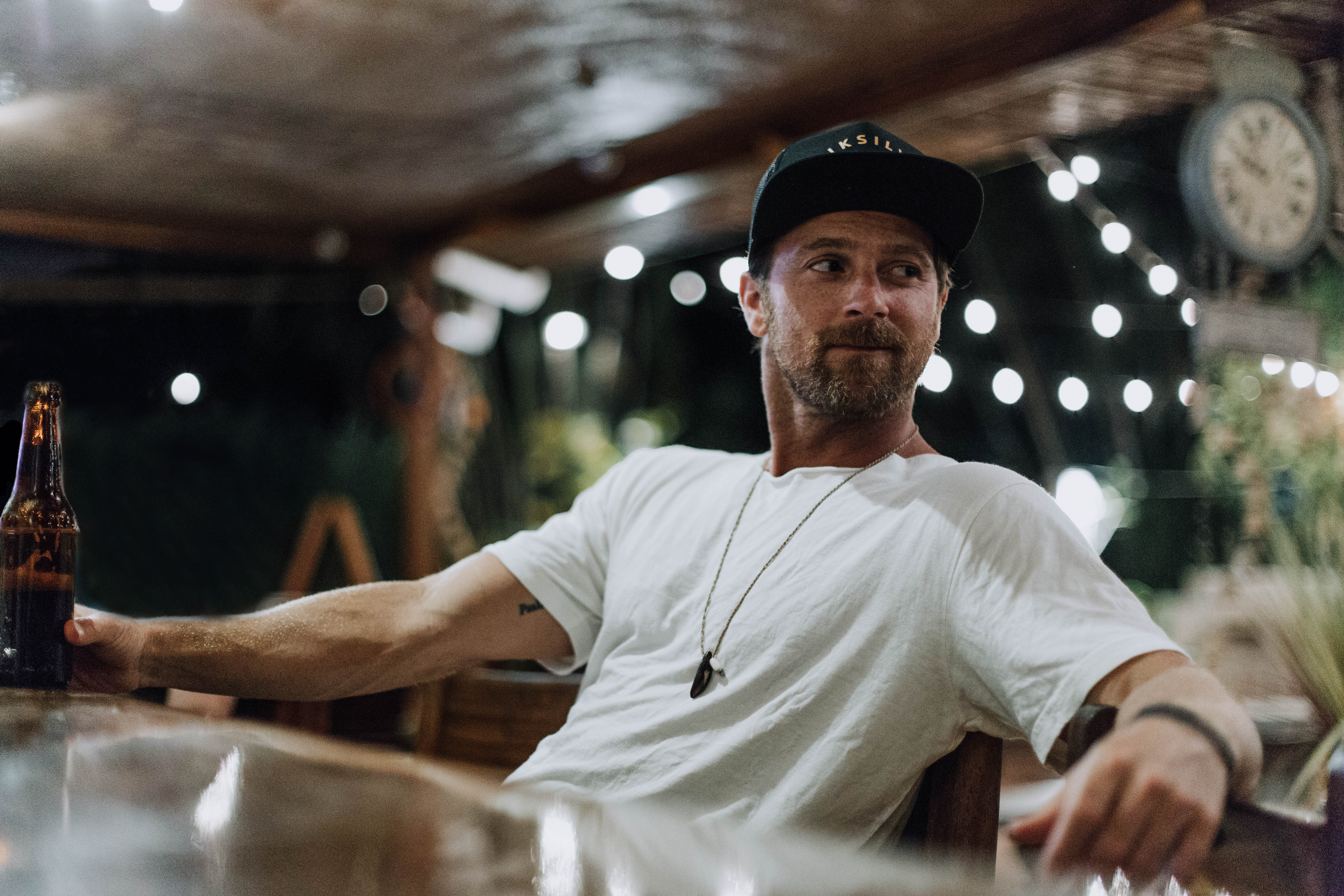 "KIP MOORE RELEASES A VIDEO OF HIM PERFORMING A FESTIVAL VERSION OF HIS NEW SONG, ""SHE'S MINE."""
