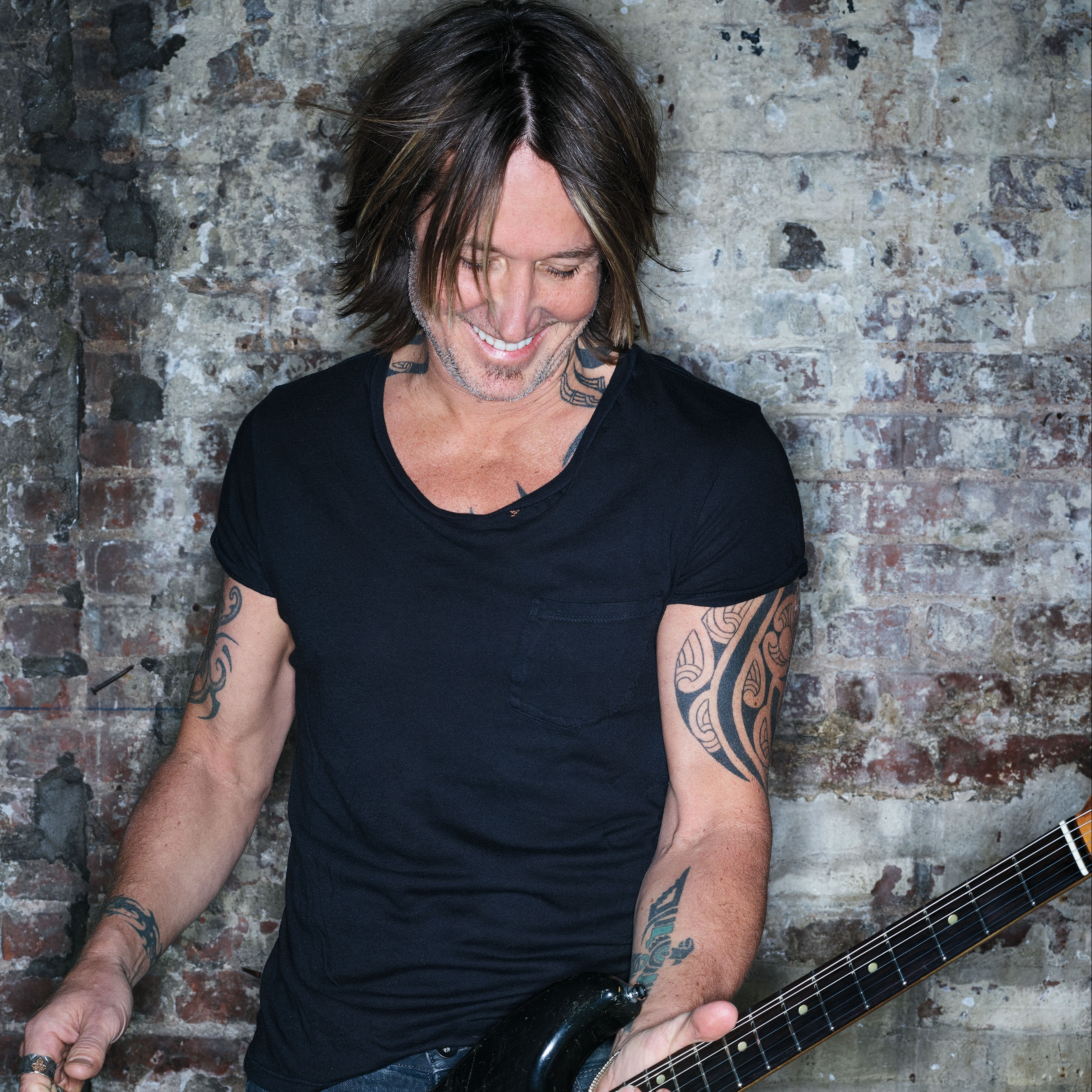 "KEITH URBAN TAKES FANS BEHIND-THE-SCENES OF HIS NEW CHRISTMAS VIDEO FOR ""I'LL BE YOUR SANTA TONIGHT."""