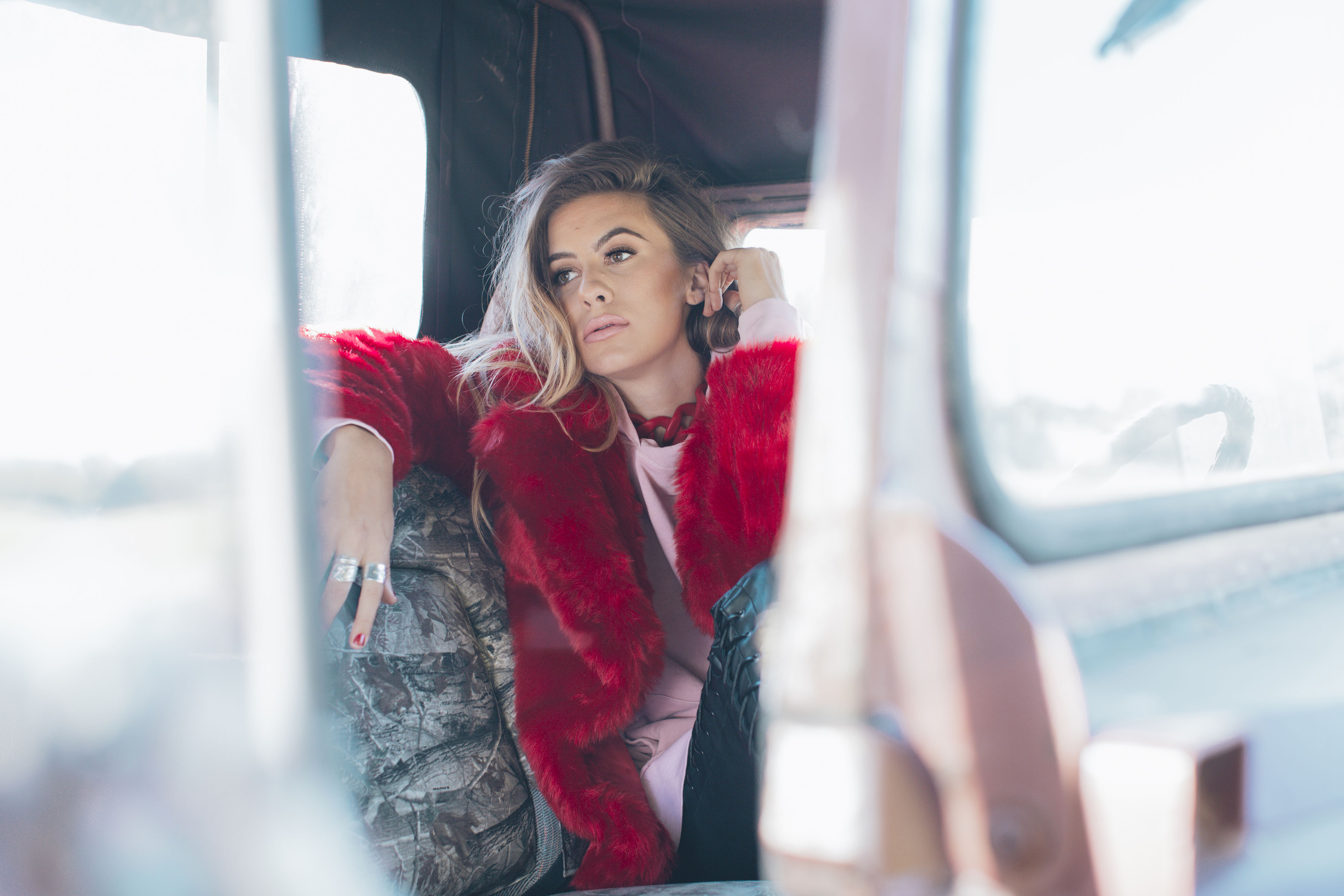 "KASSI ASHTON PREMIERES ""STRIKING"" NEW MUSIC VIDEO FOR HER SONG, ""HOPELESS."""