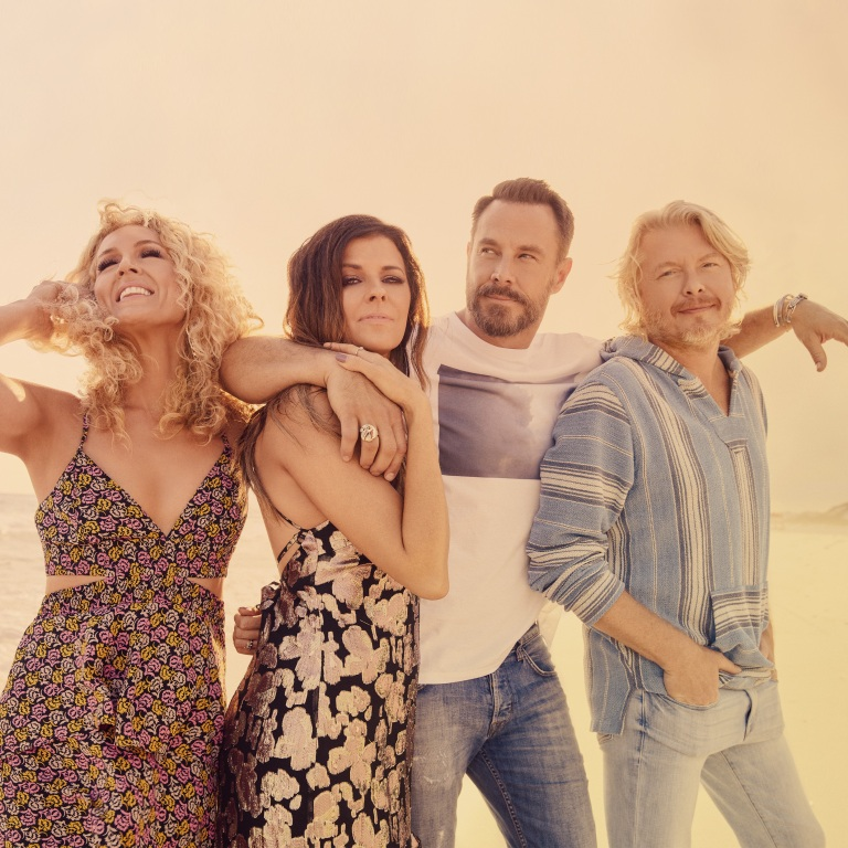 THE BANDWAGON TOUR FEATURING LITTLE BIG TOWN AND MIRANDA LAMBERT ROLLS ON.
