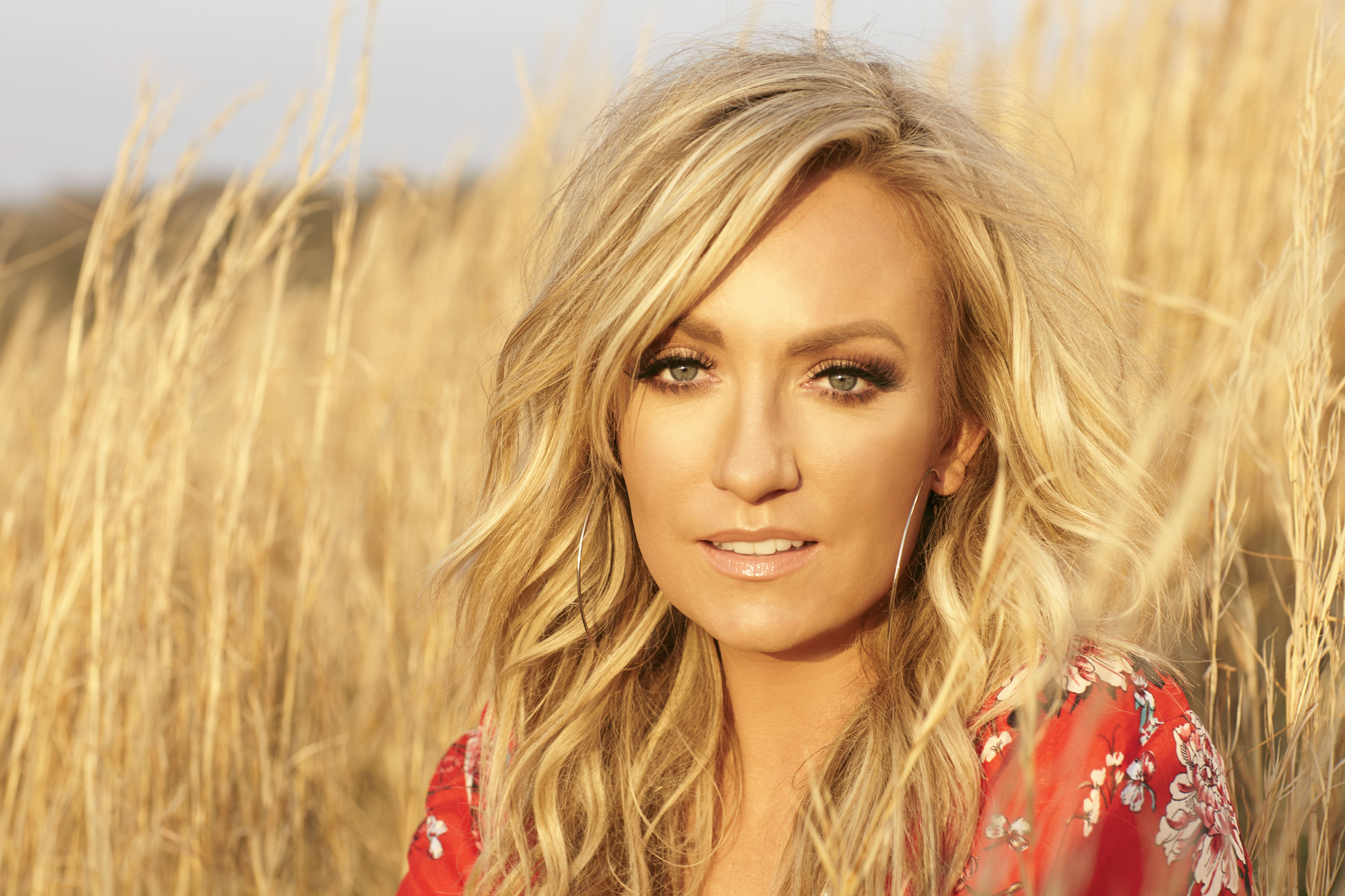 """CLARE DUNN RELEASES THE LIVE VIDEO FOR HER SONG, """"MY LOVE."""""""