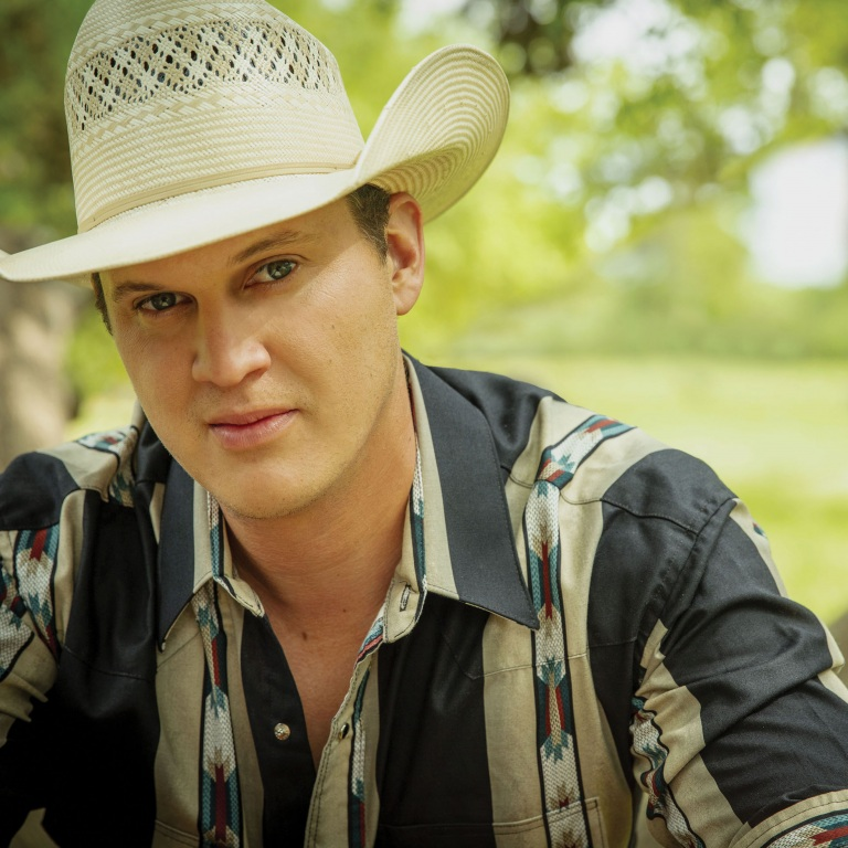 JON PARDI GETS ENGAGED TO LONGTIME GIRLFRIEND ON THE STAGE OF THE RYMAN.