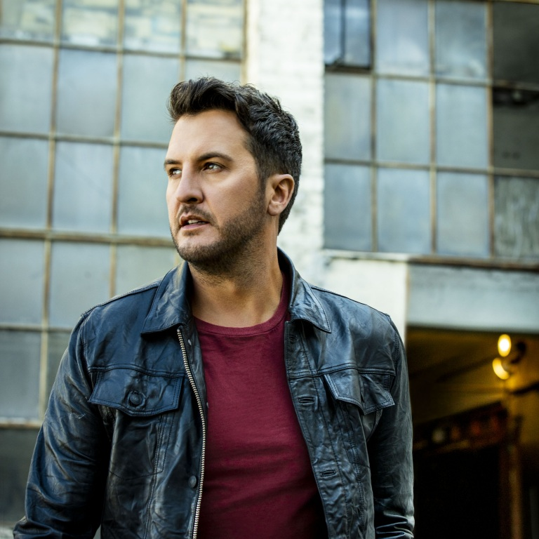 LUKE BRYAN DOES A LIVE LUNCHTIME ACOUSTIC SHOW.