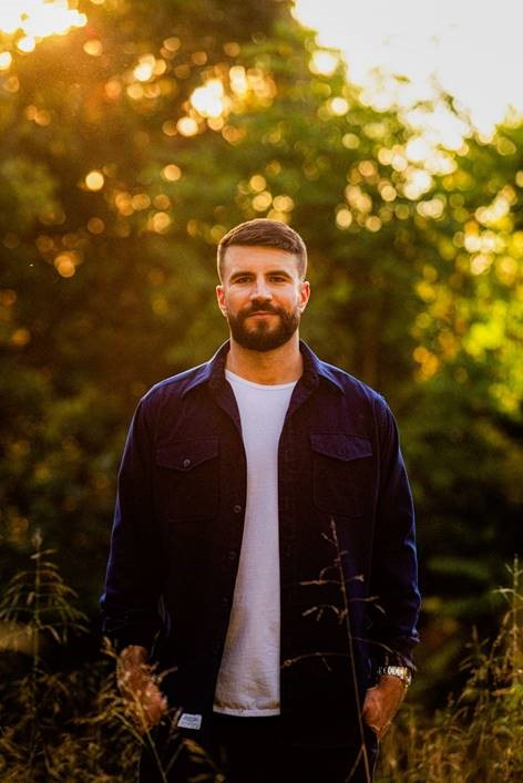 "SAM HUNT POISED TO HIT THE TOP OF THE COUNTRY CHARTS WITH HIS SMASH HIT ""KINFOLKS."""