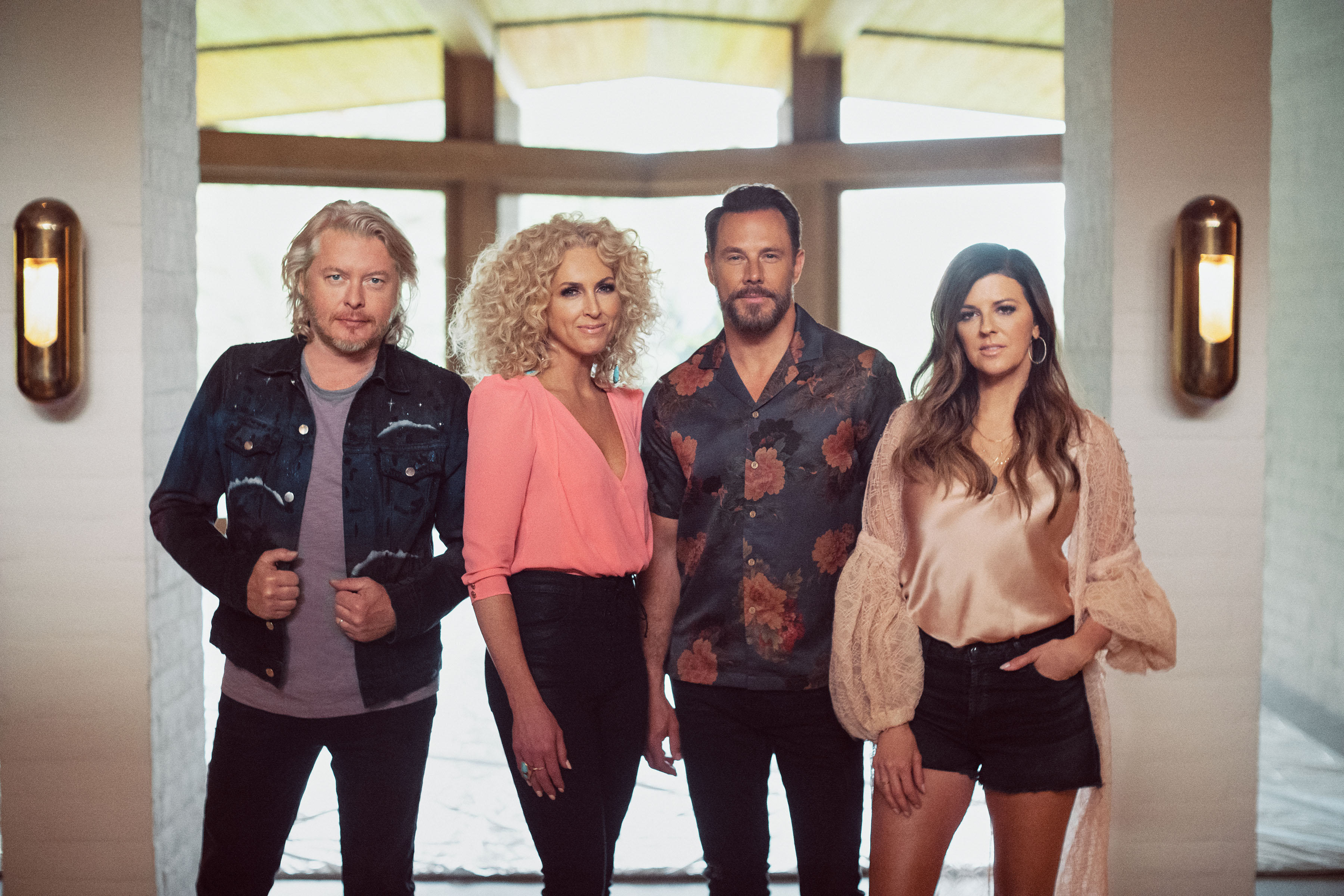 LITTLE BIG TOWN PERFORM AND PLAY ON THE KELLY CLARKSON SHOW.