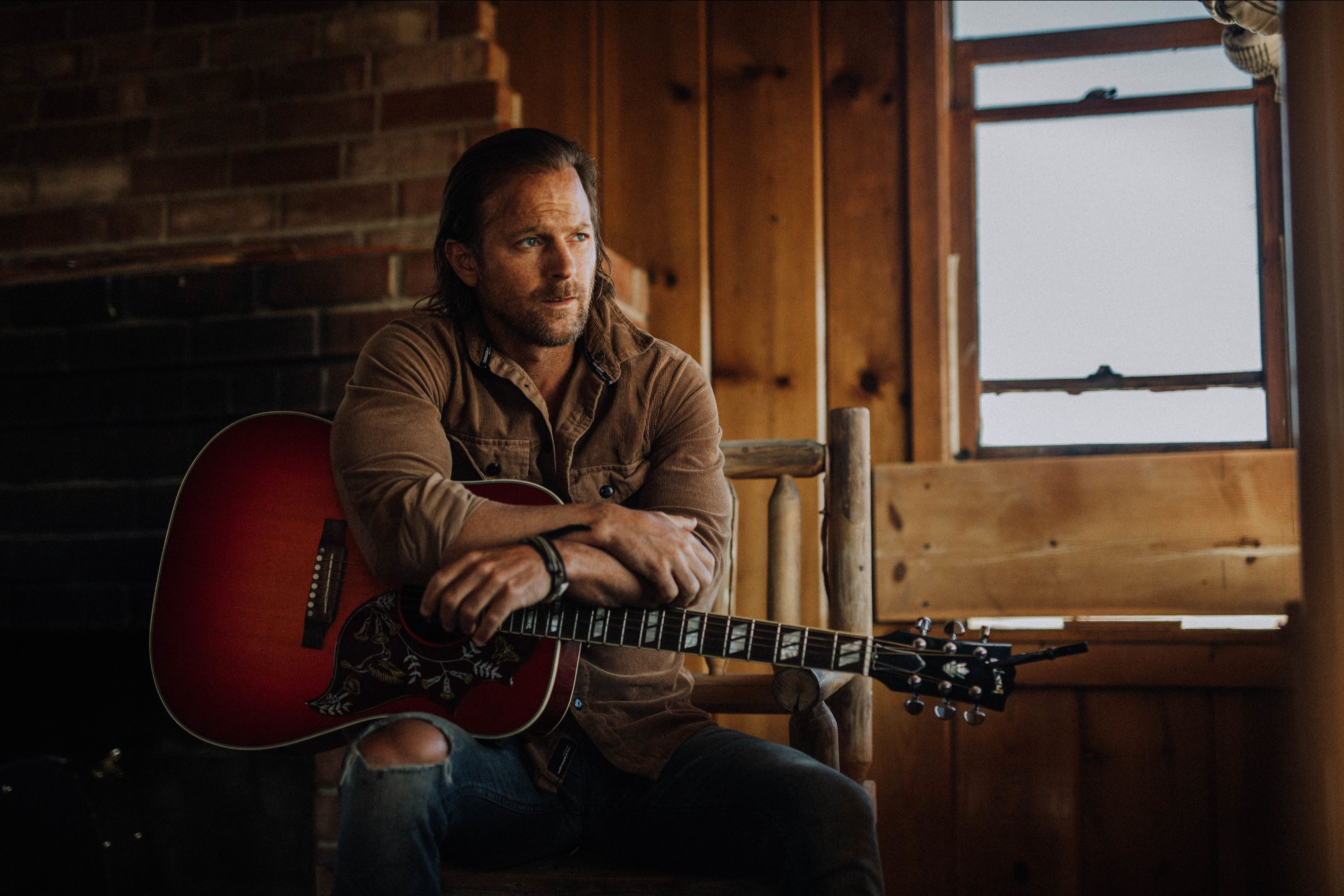 "KIP MOORE PREVIEWS WILD WORLD WITH WORLD PREMIERE OF ""FIRE AND FLAME."""