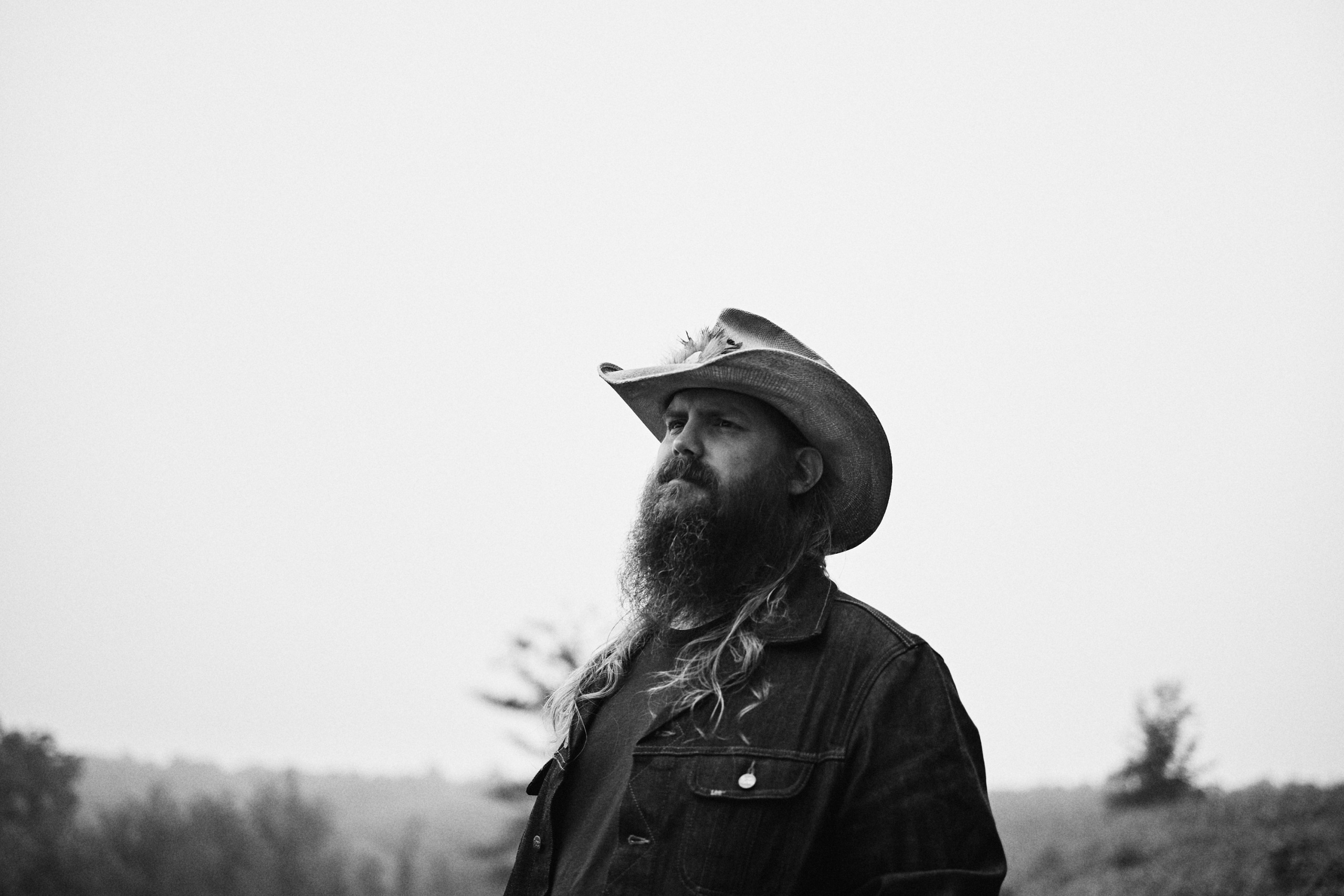 CHRIS STAPLETON MISSES THE ROAD BUT HAS LOVED SPENDING TIME WITH HIS FAMILY OVER THE PAST YEAR.