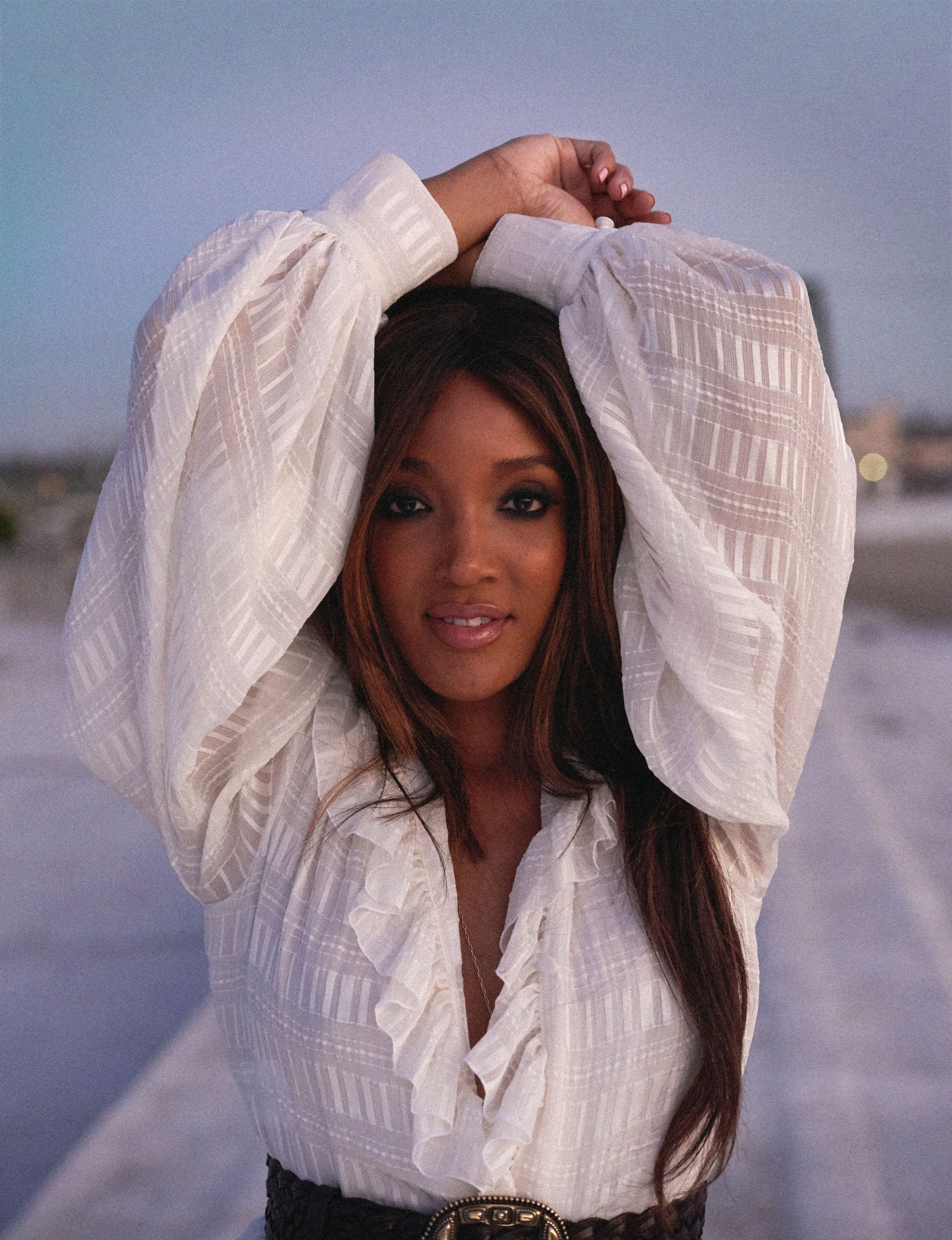 "MICKEY GUYTON TAKES FANS BEHIND HER SONG AND EP TITLE TRACK, ""BRIDGES."""