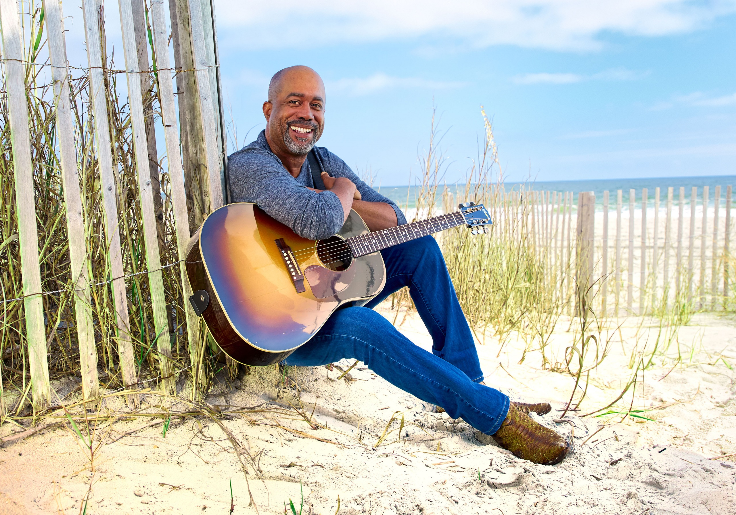 "DARIUS RUCKER PERFORMS HIS NO. 1 HIT, ""BEERS AND SUNSHINE,"" ON THE TODAY SHOW."