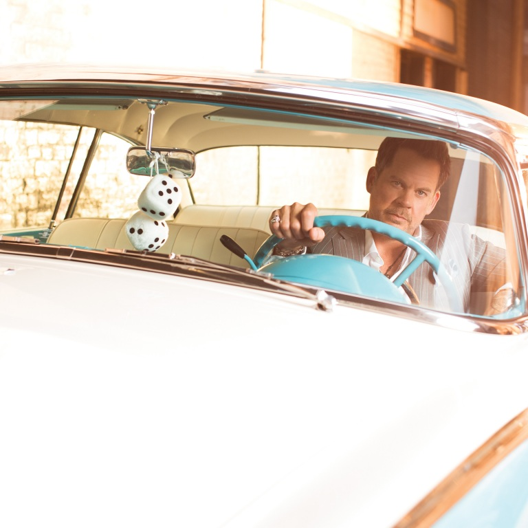 """GARY ALLAN TAKES FANS BEHIND-THE-SCENES OF HIS NEW VIDEO FOR """"WASTE OF A WHISKEY DRINK."""""""