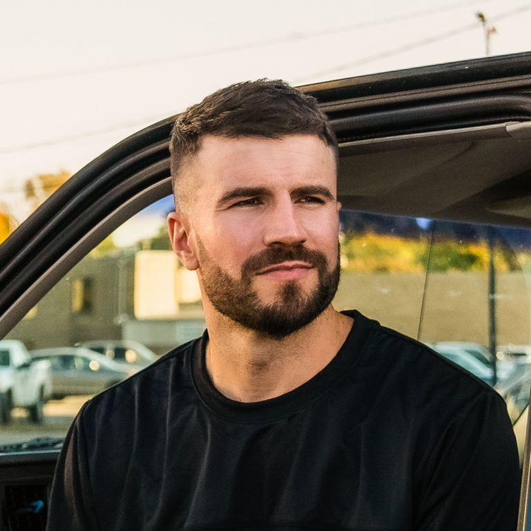 """SAM HUNT HITS THE TOP OF THE COUNTRY CHARTS WITH """"BREAKING UP WAS EASY IN THE 90s."""""""