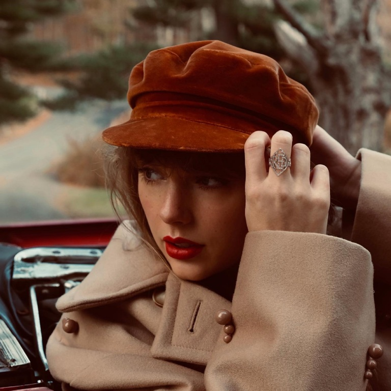 TAYLOR SWIFT IS GETTING READY TO RELEASE HER RED (TAYLOR'S VERSION)